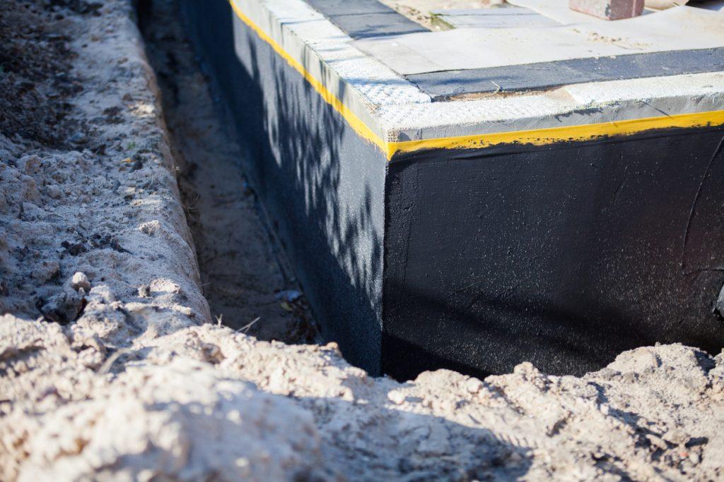 Waterproof waterproofing of the house foundation